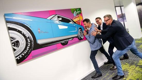 Marco und Nagarrians genießen einen Moment der Leichtigkeit_Nagarro Art Forum