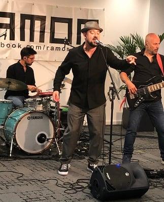 virtual series-turntable-live band performance